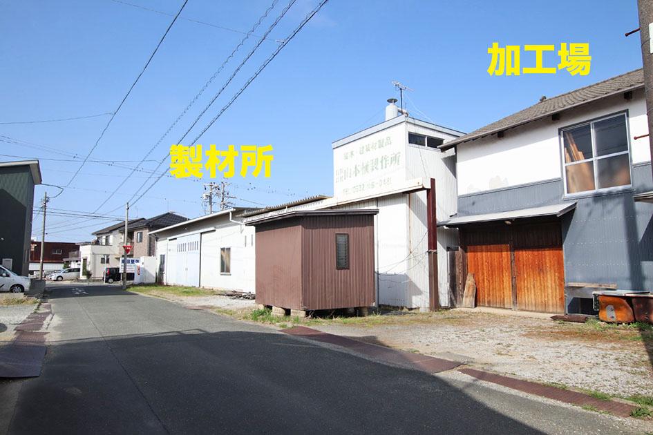 事務所の向かいには製材所・加工場があります